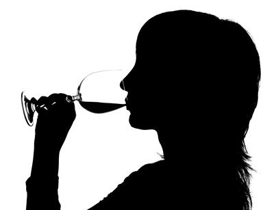 skyggebilde kvinne med vin_lite